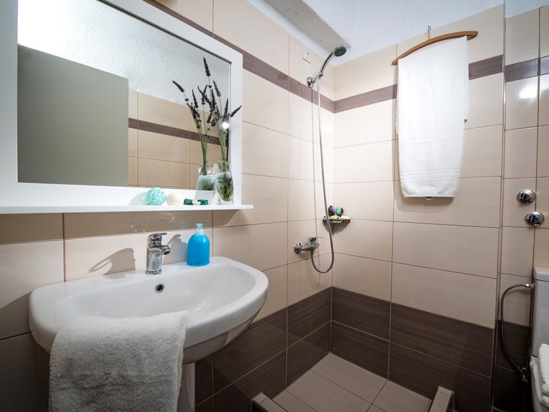 Superior Double Bathroom 2
