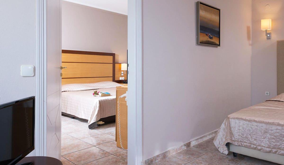family-2-bedrooms-pfoto-2-Athina Palace