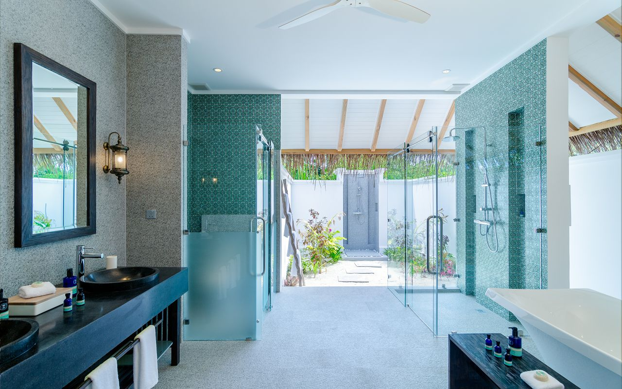 finolhu-maldives-private-pool-villa-bathroom-01