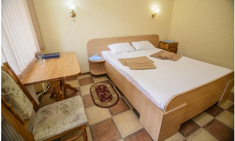 горная тиса эконом с 2-спальной кроватью (2)