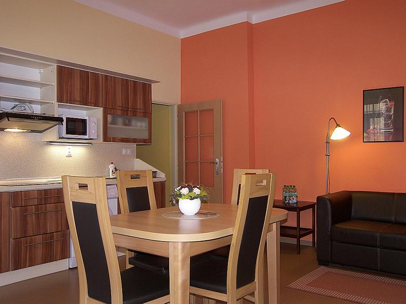 Apartments 3-3