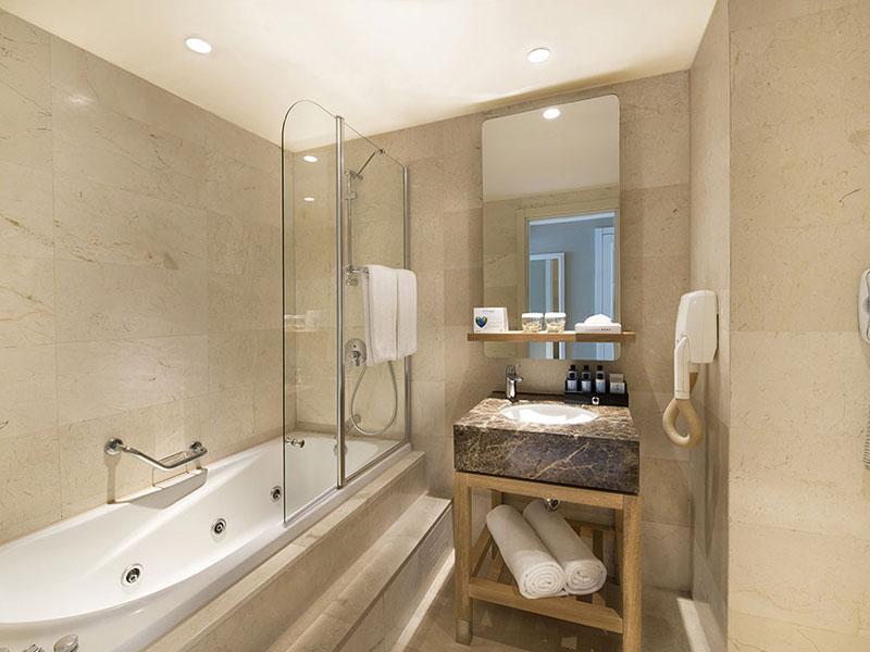 4_titanic_beach_lara_anex_standard_room_bathrom