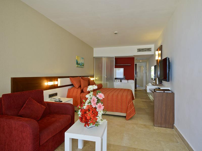 Deluxe Beach Room3