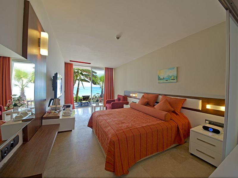 Deluxe Beach Room4