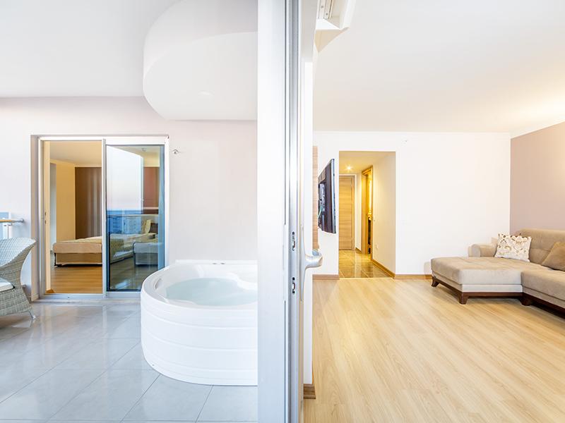 Honeymoon Room2