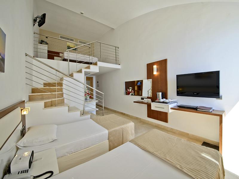 Maisonette Family Room2