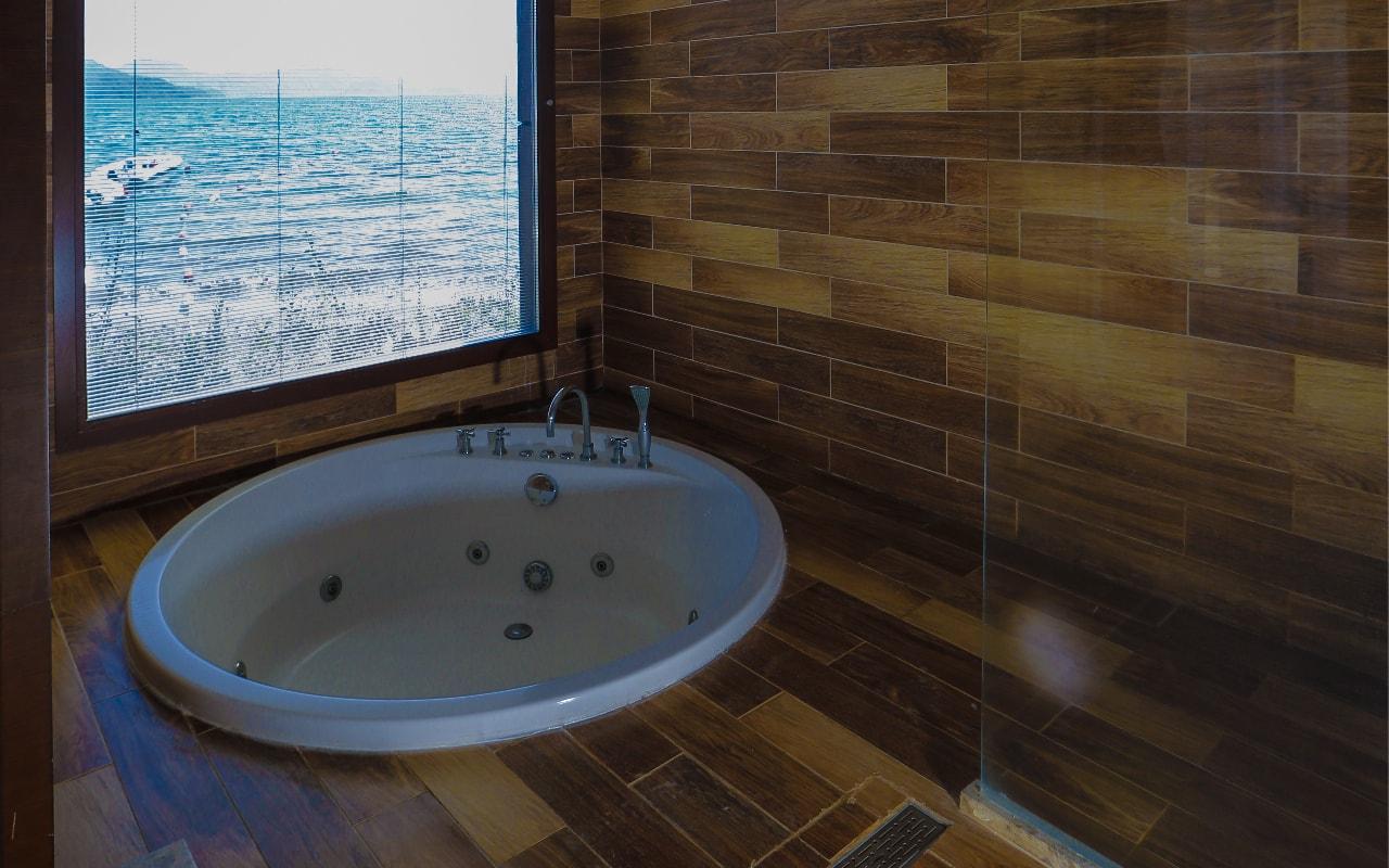 SUPERIOR ROOM BATH 2-min