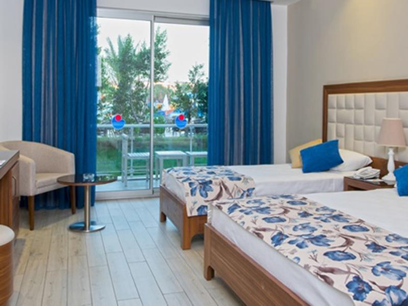 Superior Hotel Room2