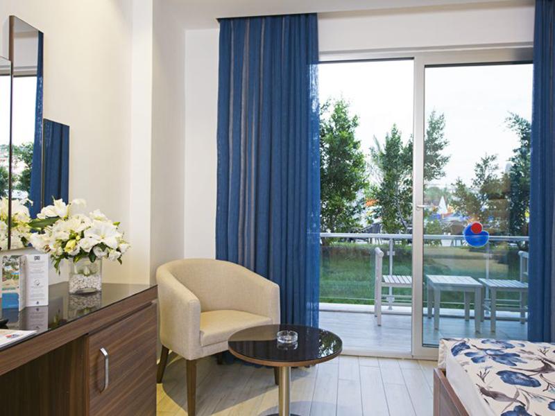 Superior Hotel Room3