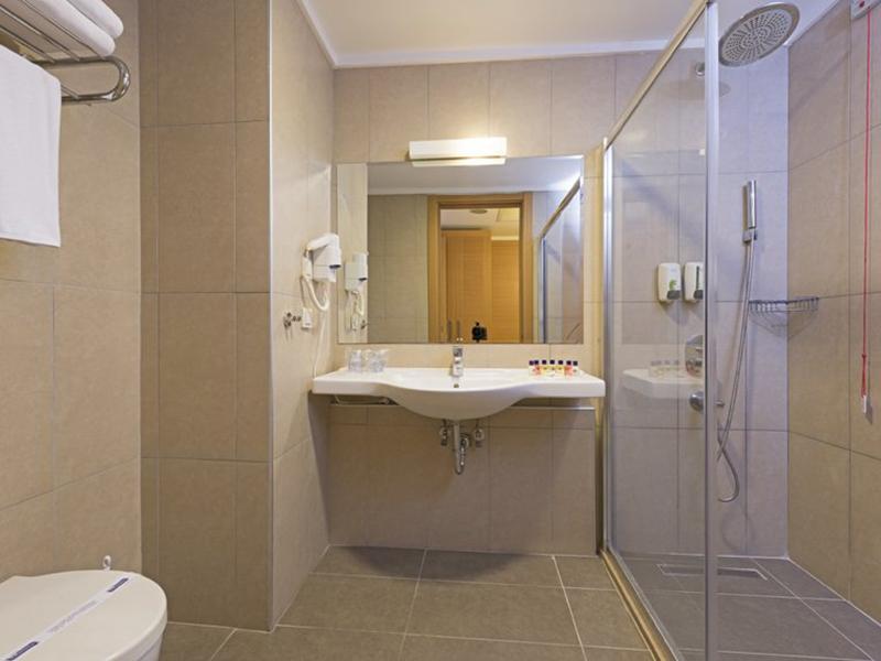 Superior Hotel Room5