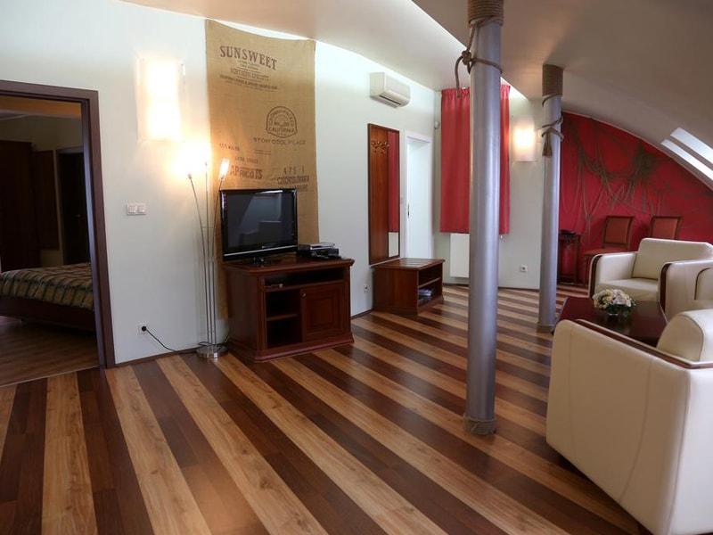 Thalia Apartments (14)