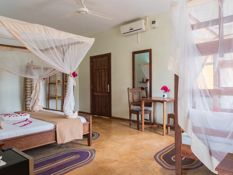Triple Room with Balcony (4)