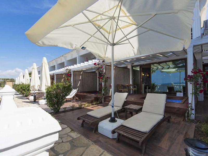Cabana Room (Teras)