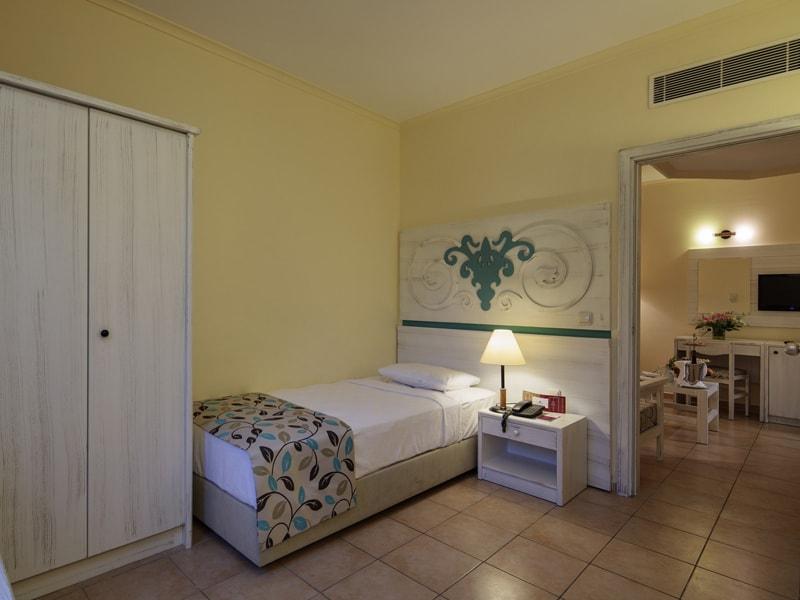 Euphoria Palm Beach Resort (23)
