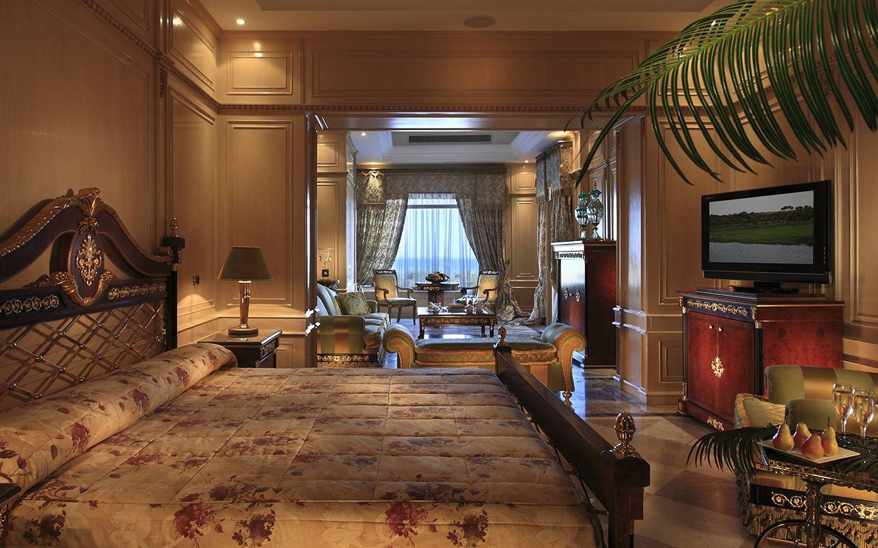 Royale Suite - Bedroom_1-min