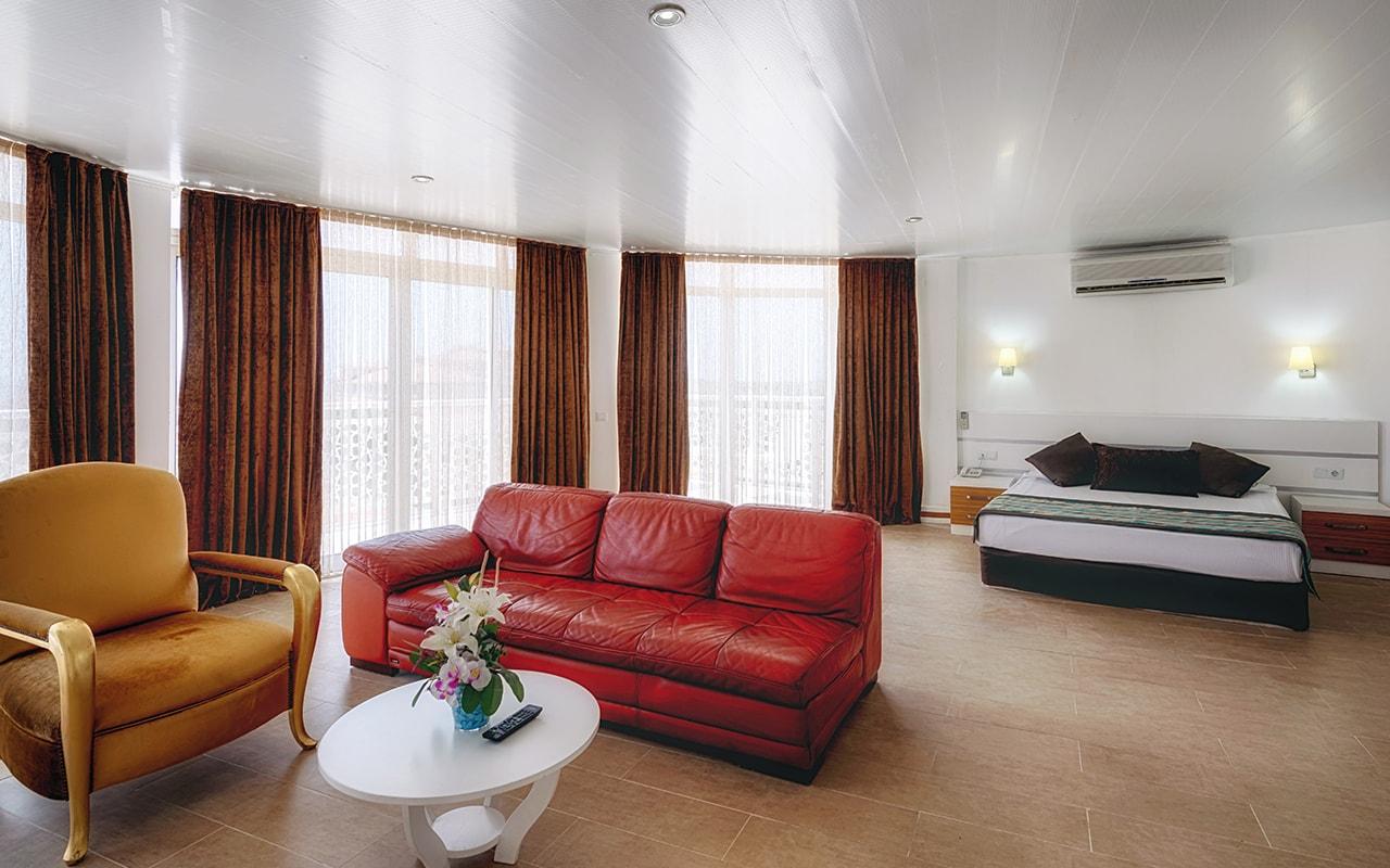 king suite 1-min