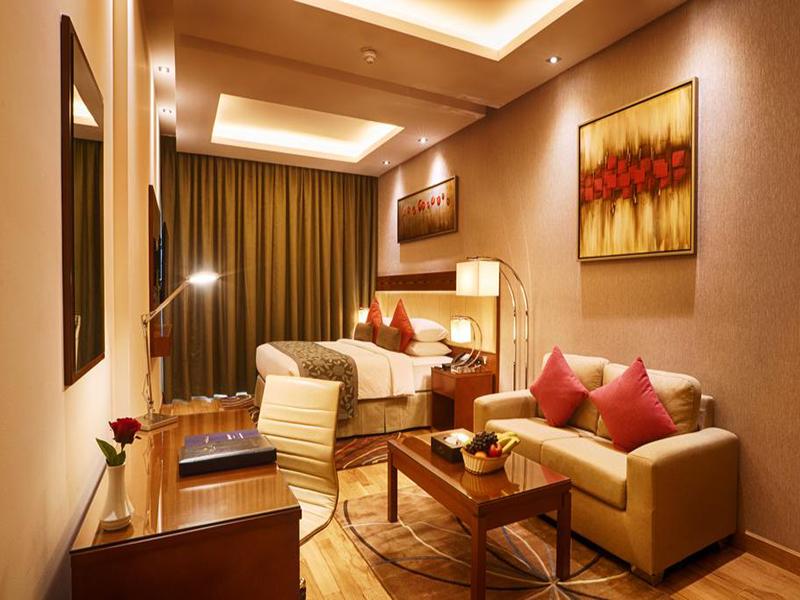 Deluxe King Room2