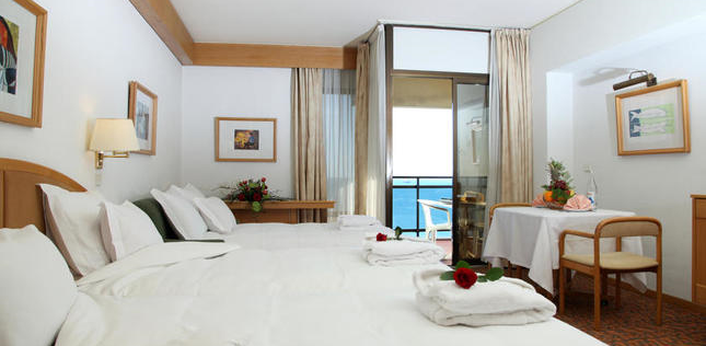 Double Room with Extra Bed and Sea View5