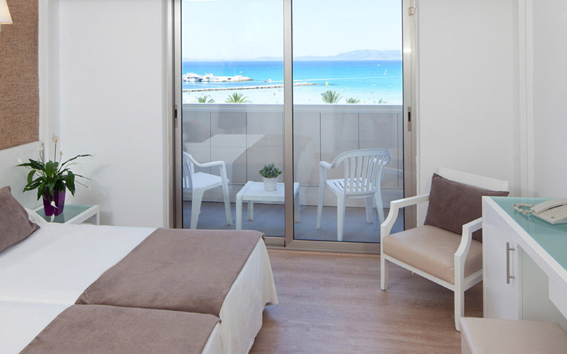 Double room with sea views3