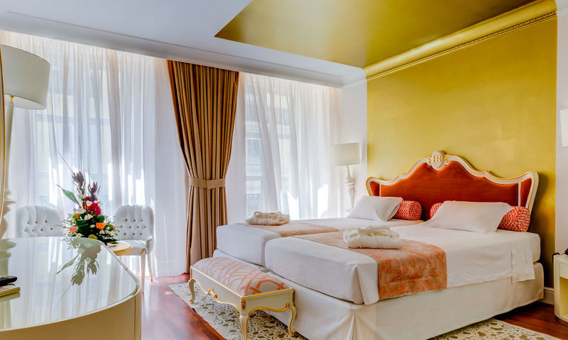 SUPERIOR TWIN ROOM WITH CHIADO VIEW