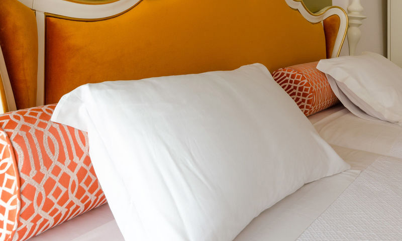 SUPERIOR TWIN ROOM WITH CHIADO VIEW3