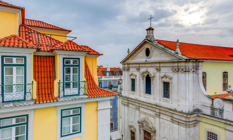 SUPERIOR TWIN ROOM WITH CHIADO VIEW4