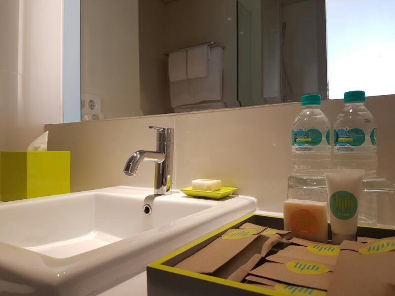 tijilliroomsroom_bath
