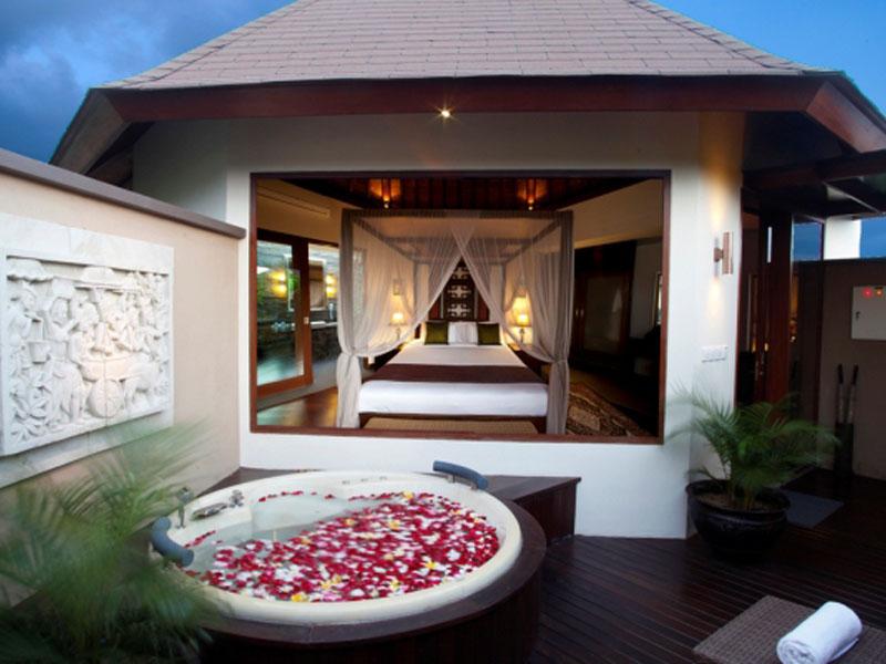 1-bedroom-jacuzzi-suite-01