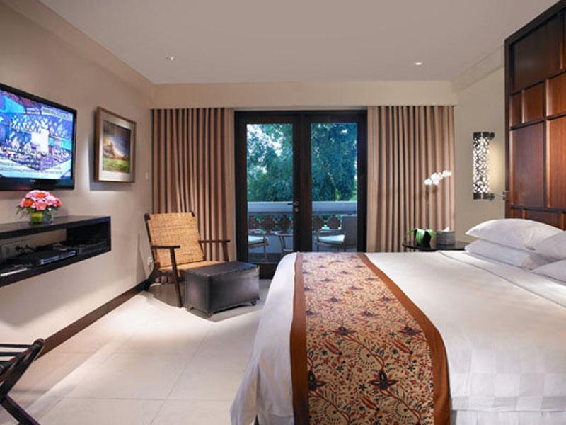 1br-balcony-suite-02