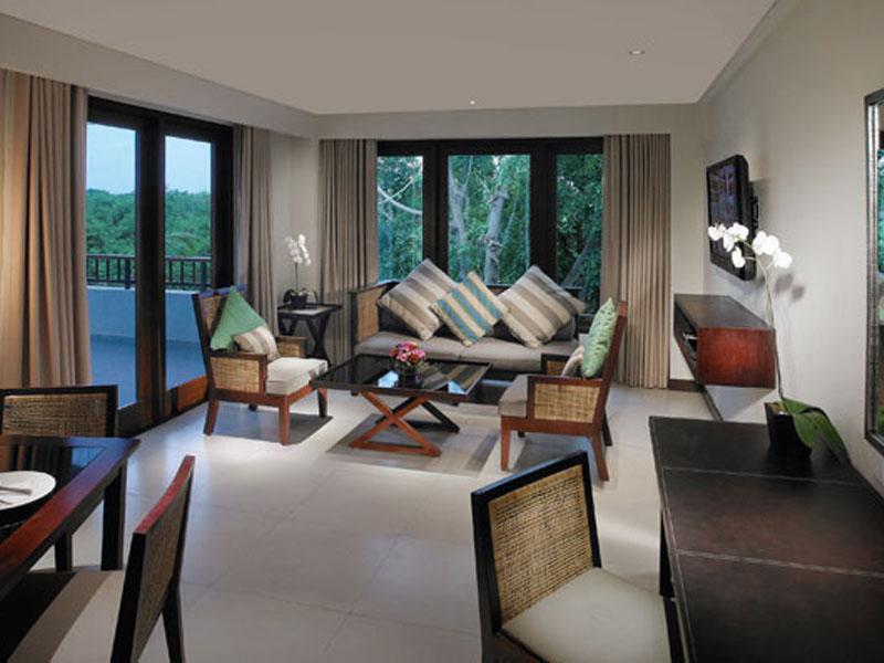1br-balcony-suite-03