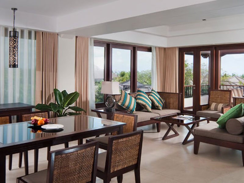 2br-balcony-suite-02
