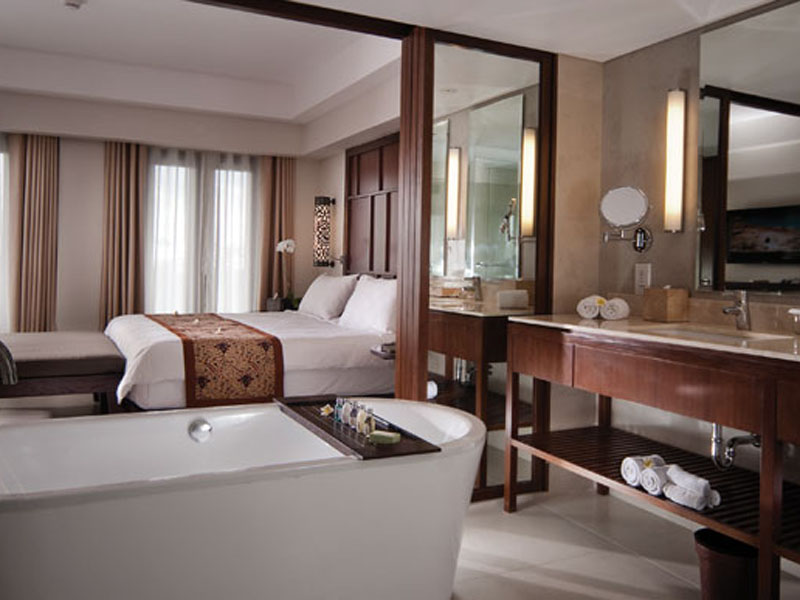 2br_balcony_room