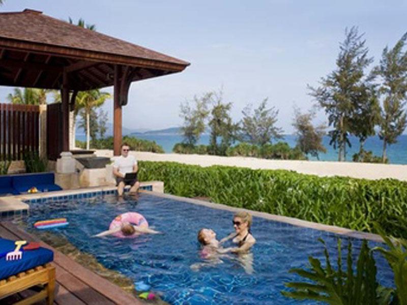 377x257-Villa---family-in-villa.303