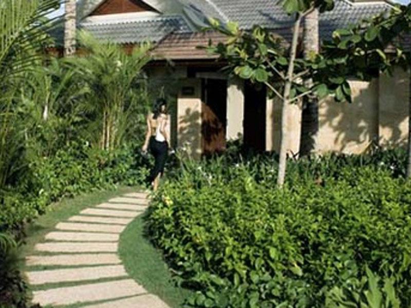 377x257-villa---path.303