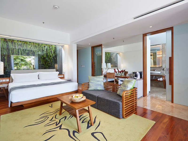 Beachfront Pool Suite2