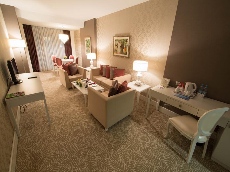 Junior Suite with Executive Lounge Access1