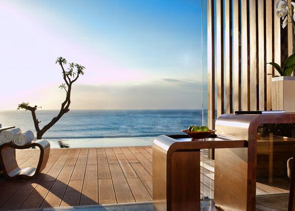 Ocean Front Pool Suite3