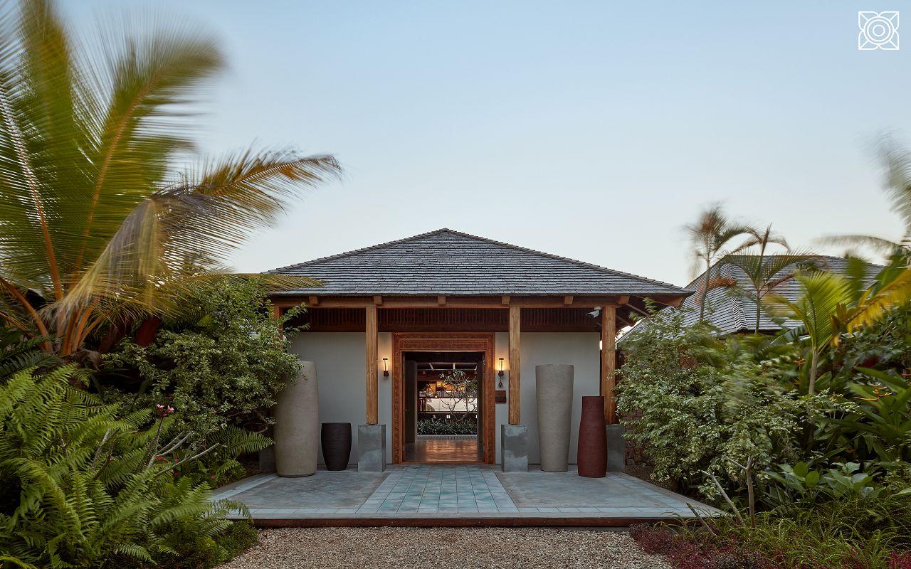 Ocean-Front Three Bedroom Luxury Villa (10)