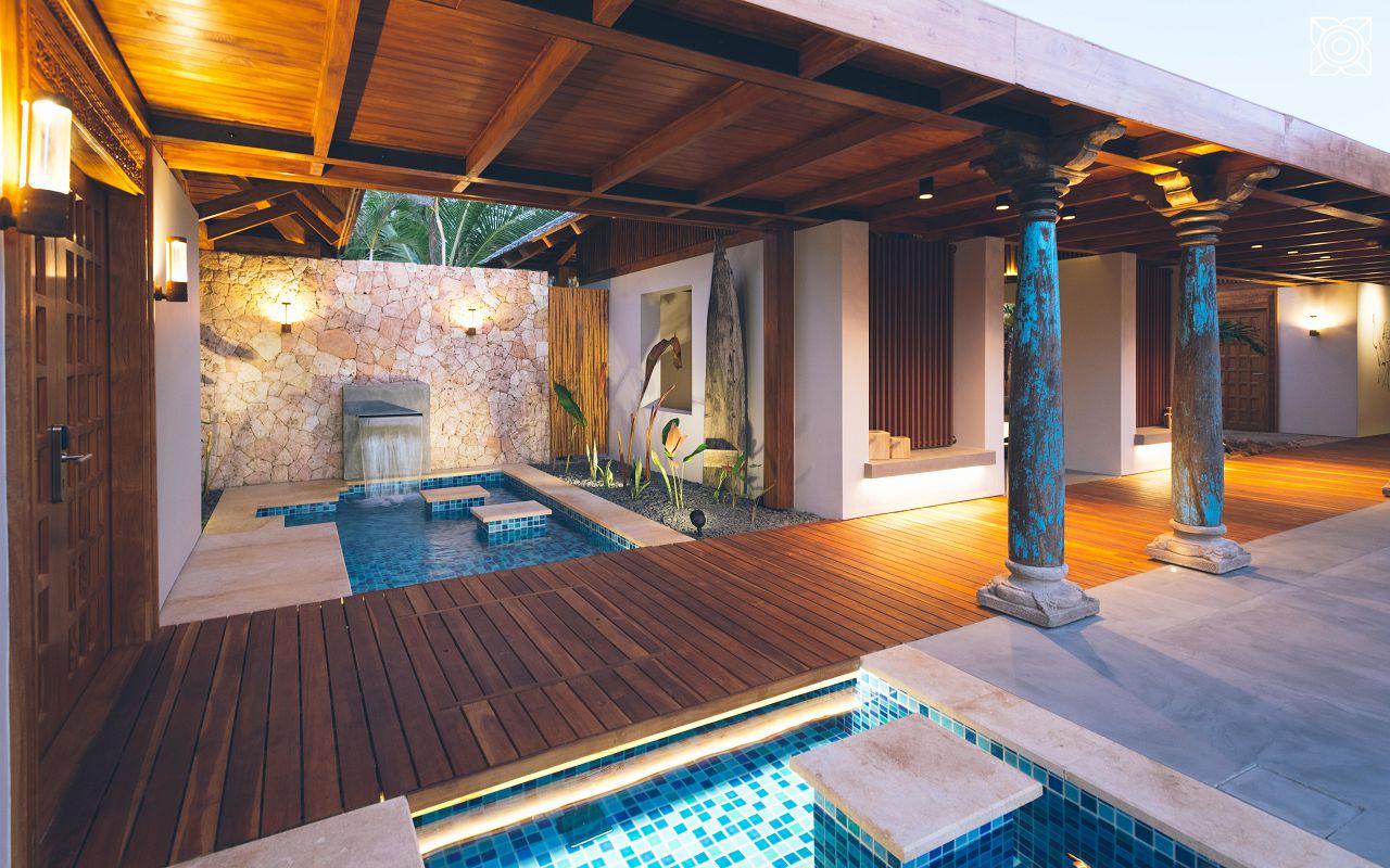 Ocean-Front Three Bedroom Luxury Villa (11)
