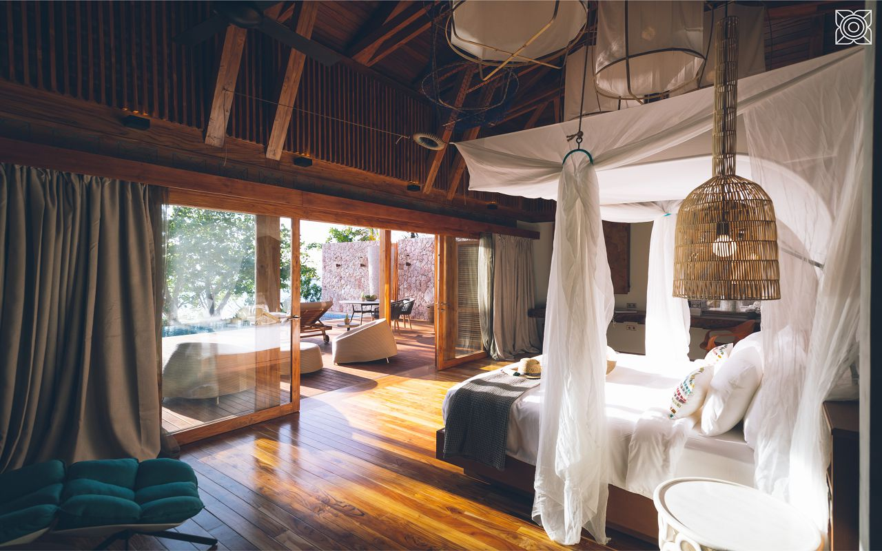 Ocean-Front Three Bedroom Luxury Villa (2)