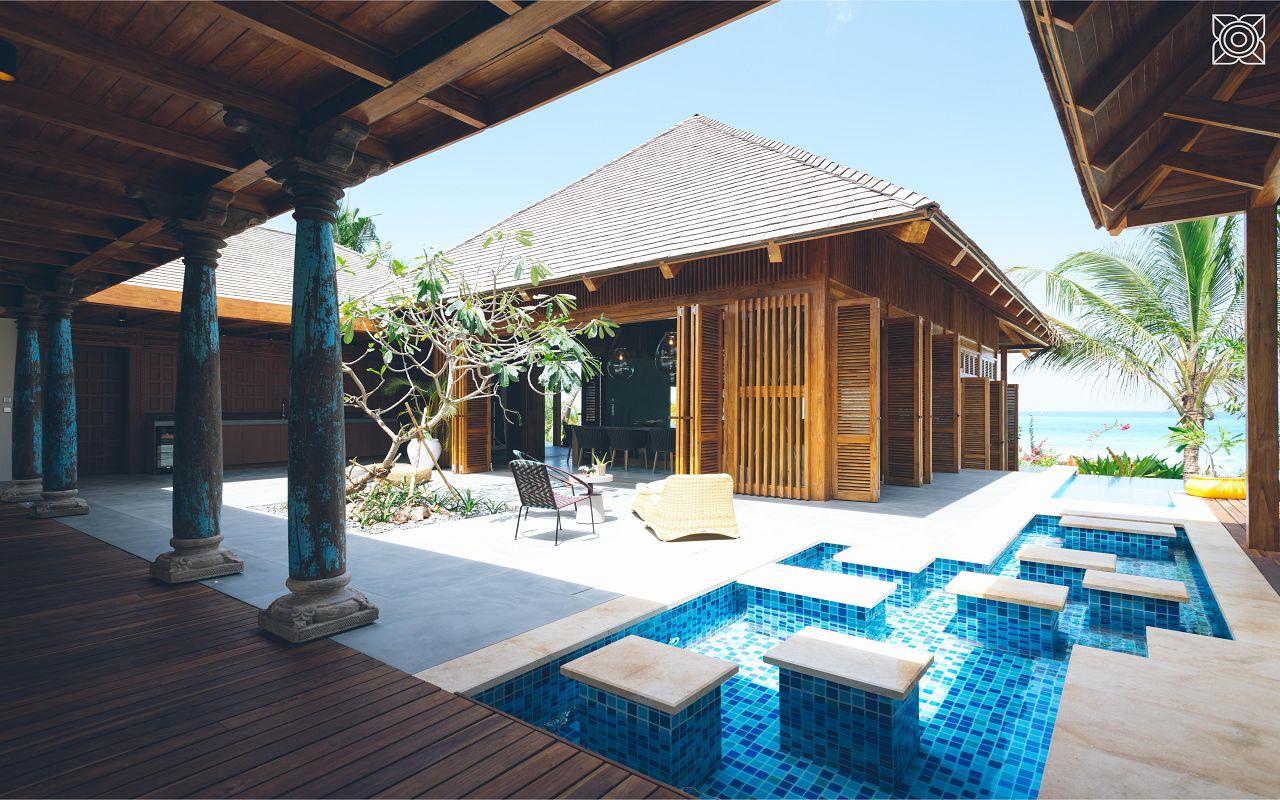 Ocean-Front Three Bedroom Luxury Villa (21)