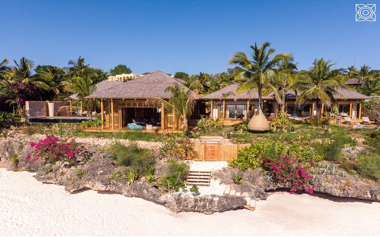 Ocean-Front Three Bedroom Luxury Villa (24)