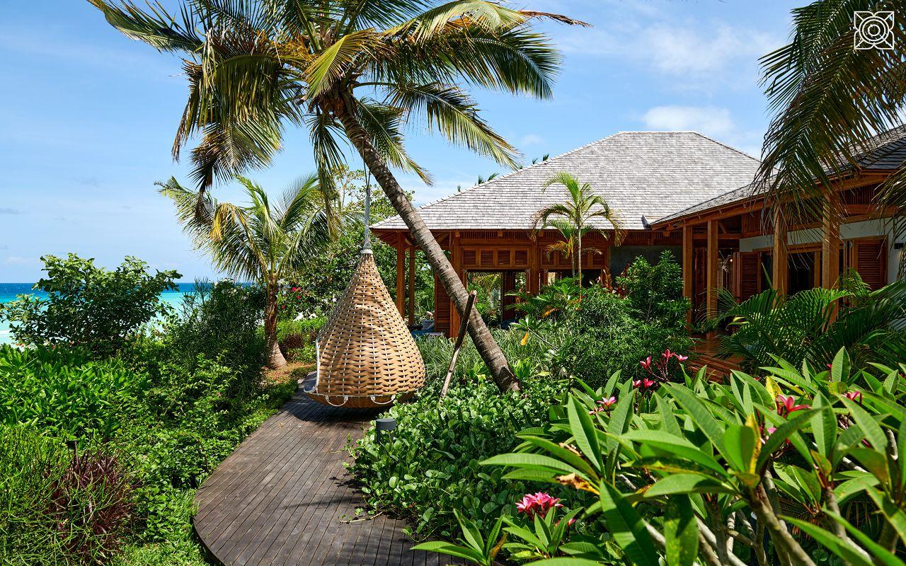 Ocean-Front Three Bedroom Luxury Villa (26)