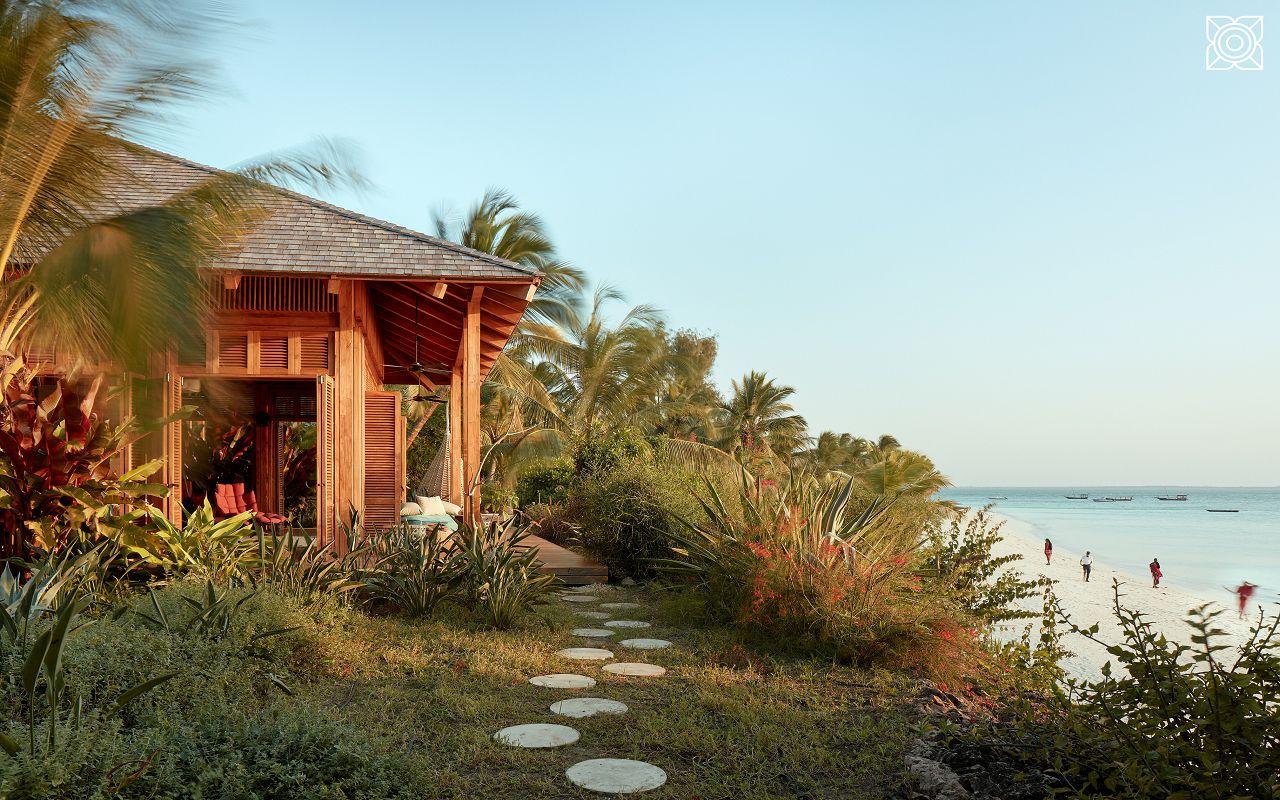 Ocean-Front Three Bedroom Luxury Villa (30)