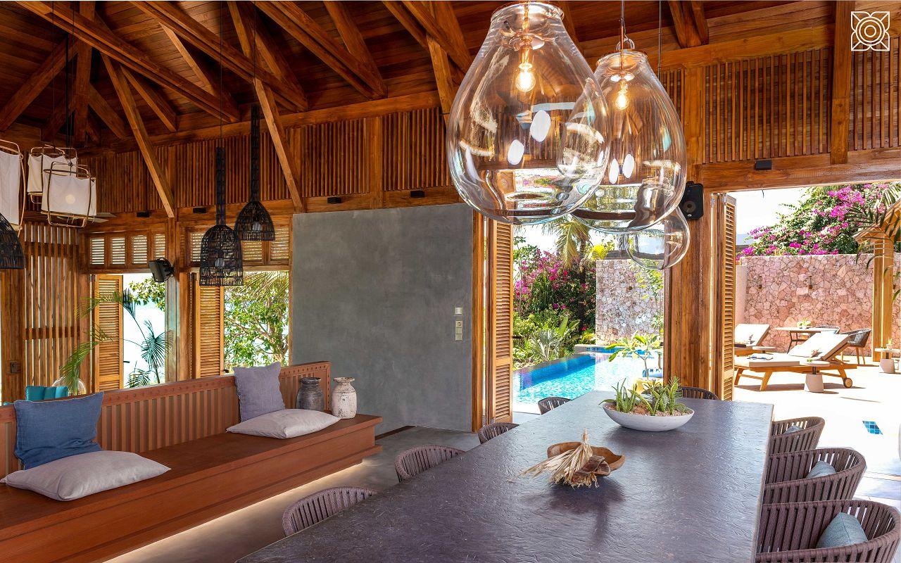 Ocean-Front Three Bedroom Luxury Villa (31)