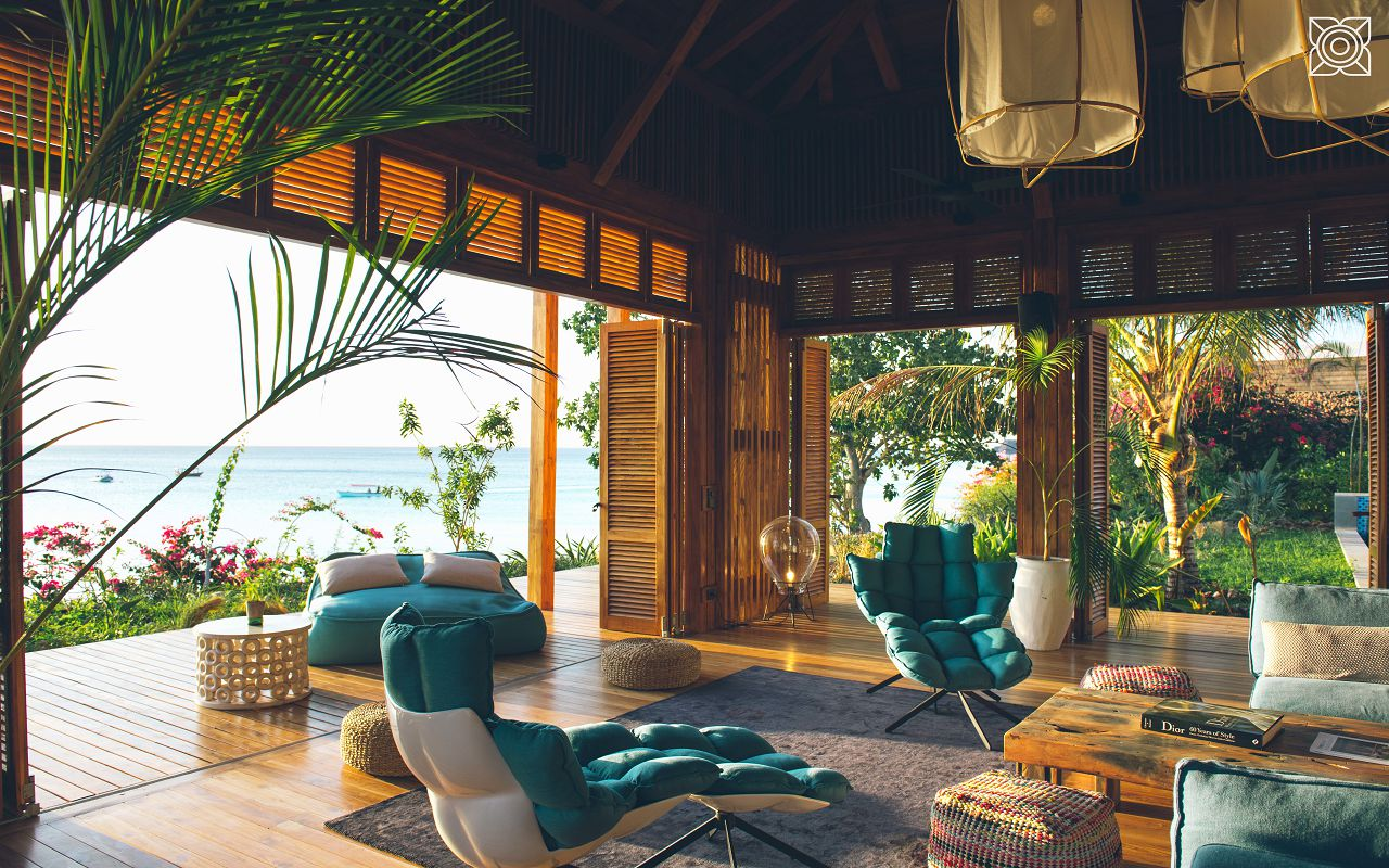 Ocean-Front Three Bedroom Luxury Villa (32)
