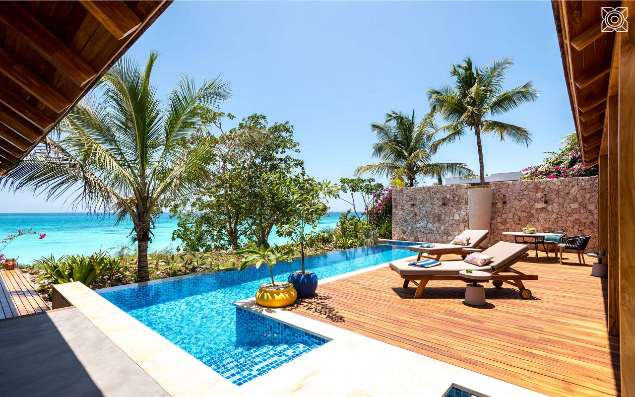 Ocean-Front Three Bedroom Luxury Villa (5)