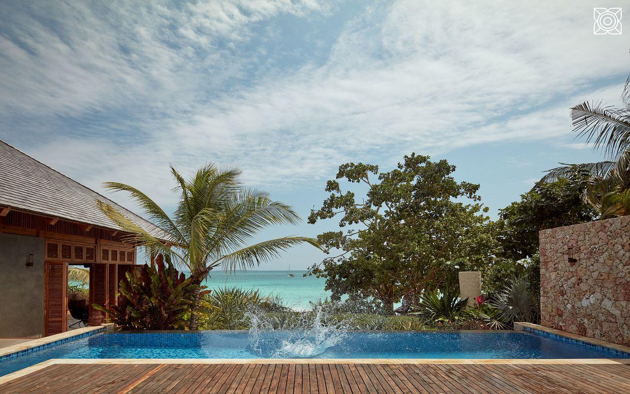 Ocean-Front Three Bedroom Luxury Villa (7)
