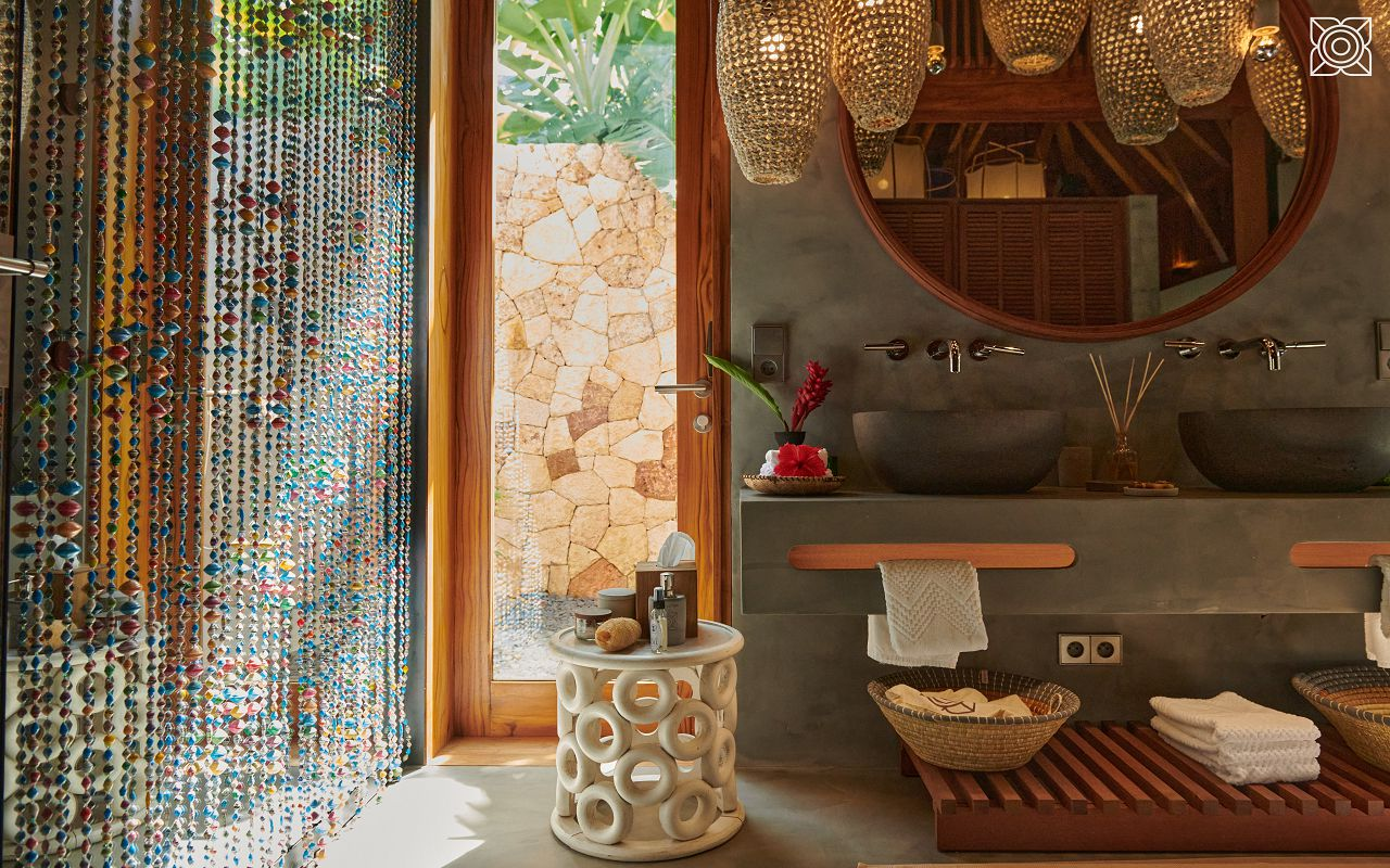 Ocean-Front Three Bedroom Luxury Villa (8)