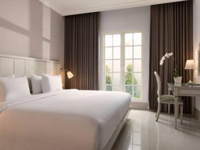 Santika-Seminyak-Rooms-Superior-Room-King-470x250